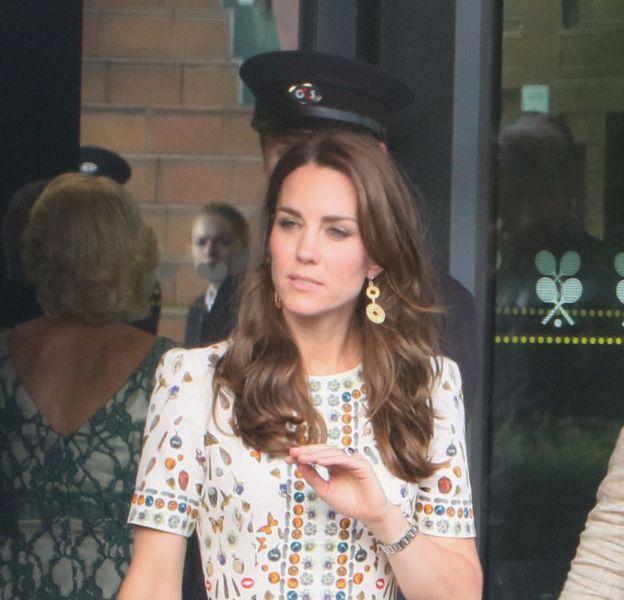 Kate Middleton, duchesse de Cambridge, quitte le tournoi de tennis de Wimbledon à Londres, le 10 juillet 2016.