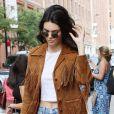 Kendall Jenner, le mini short en jean lui va si bien.