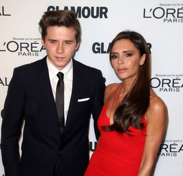 "Victoria Beckham et son fils Brooklyn Beckham à la soirée des ""Glamour Women Of The Year Awards"" 2015 à New York, le 9 novembre 2015."