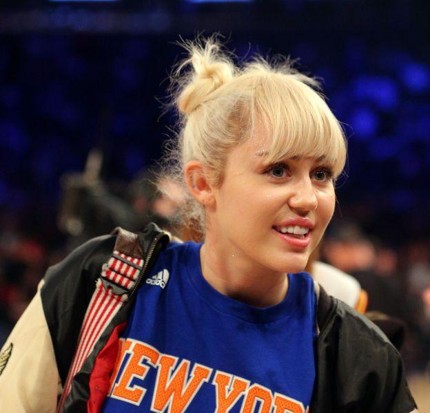 La chanteuse et actrice Miley Cyrus prouve son amour à Liam Hemsworth.