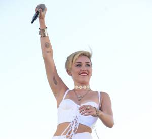 Le tatoueur de Miley, Dr Woo partage sur Instagram le tatouage de la belle.