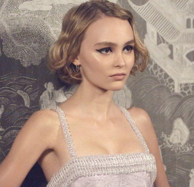 Lily-Rose Depp a dévoilé un nouvel extrait de la campagne du parfum Chanel N°5 L'Eau dont elle est l'égérie.