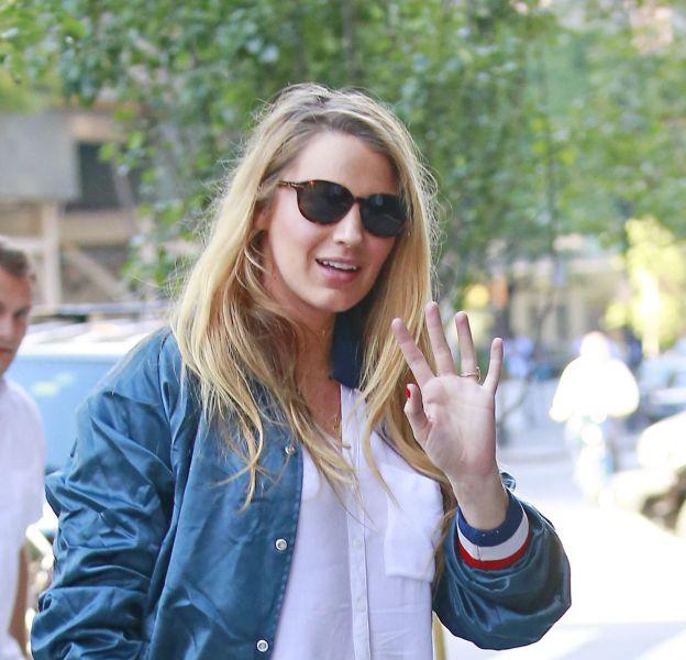 Blake Lively débarque dans les rues de New York dans un look casual.