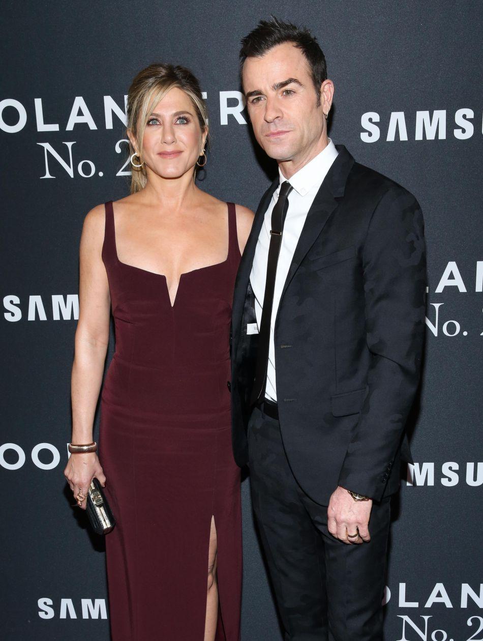 En couple avec l'acteur Justin Theroux, l'actrice dit se sentir épiée constamment par la presse people.