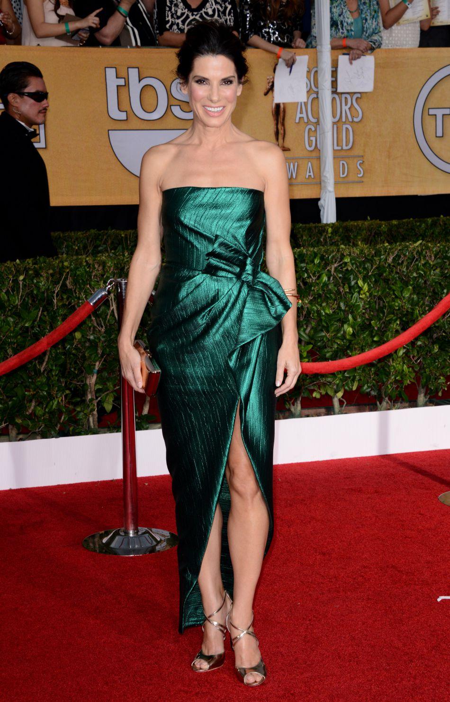 Janvier 2014 : pour la cérémonie des SAG awards, l'actrice dévoile ses jambes sexy dans une robe bustier Lanvin.