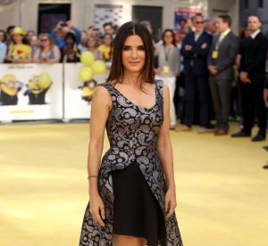 Sandra Bullock, quinqua la plus sexy d'Hollywood : ses looks les plus sexy