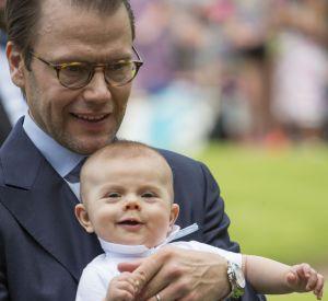 Le prince Daniel avec le petit prince Oscar.