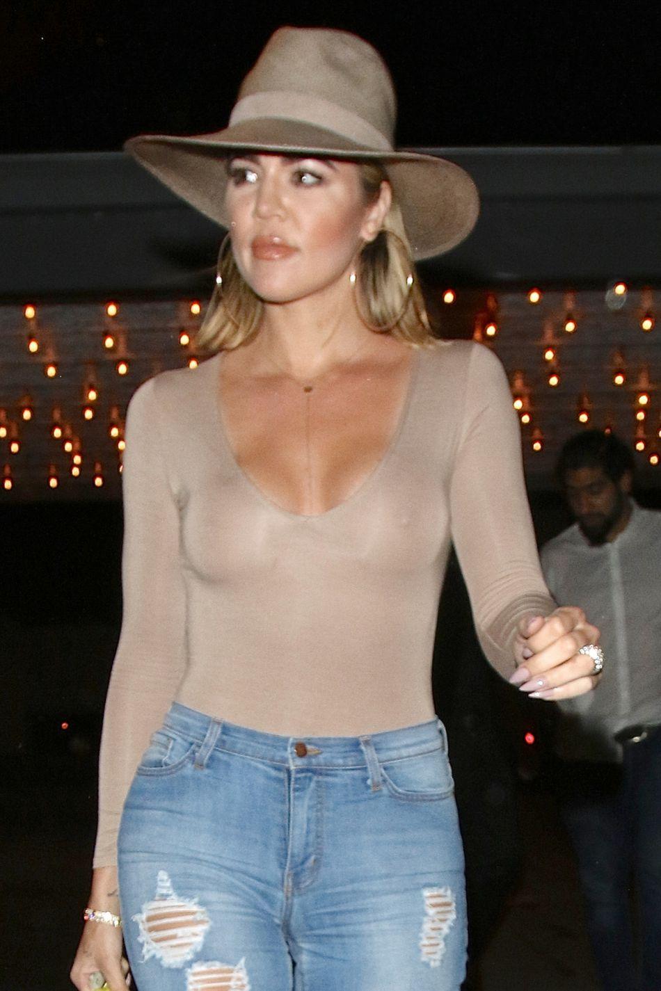 Khloe Kardashian est sortie dîner à Los Angeles ce samedi 16 juillet 2016.