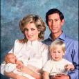 1984 : naissance du petit Harry, ici dans les bras de sa maman, avec son père Charles et son frère, William.