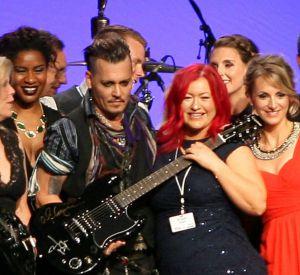 L'association a réussi à récolter 60 000 dollars grâce à la vente de ces guitares.