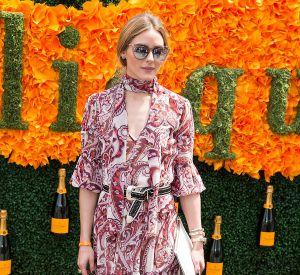 Olivia Palermo mise sur une robe longue et fluide fleurie.