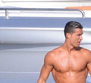 Cristiano Ronaldo : abdos saillants et cuisses musclées, un physique d'Apollon