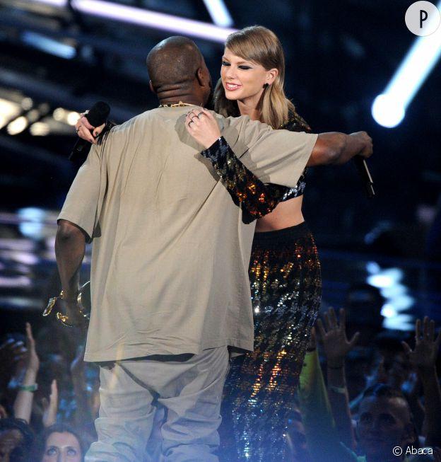 """Taylor Swift et Kanye West lors de leur """"réconciliation"""" au Video Music Awards l'année dernière."""