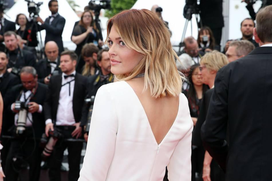 Caroline Receveur apparaît très sexy avec ses abdos en béton à Bali !