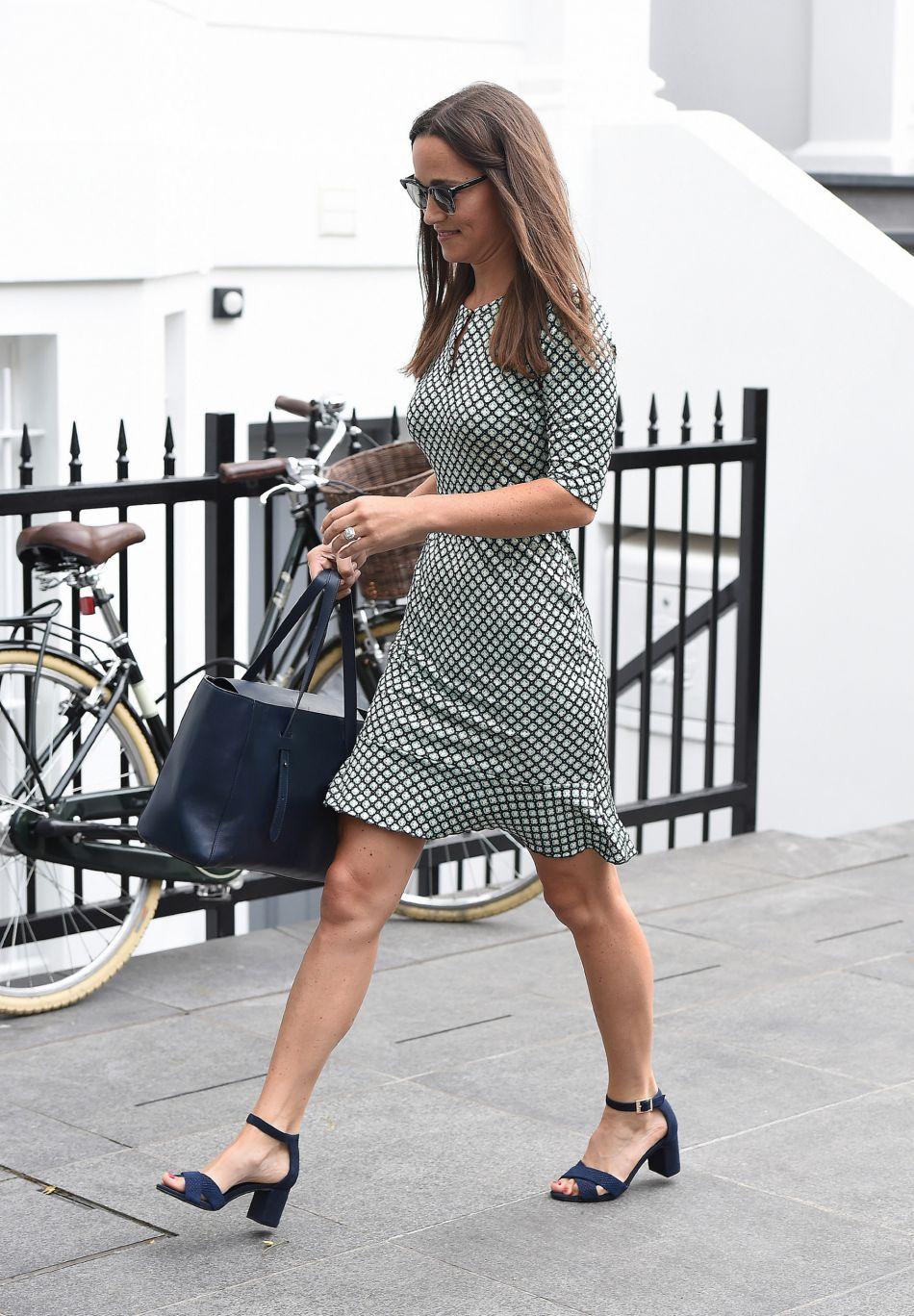 Pippa Middleton avec un grand sourire à Londres, le 20 juillet 2016.