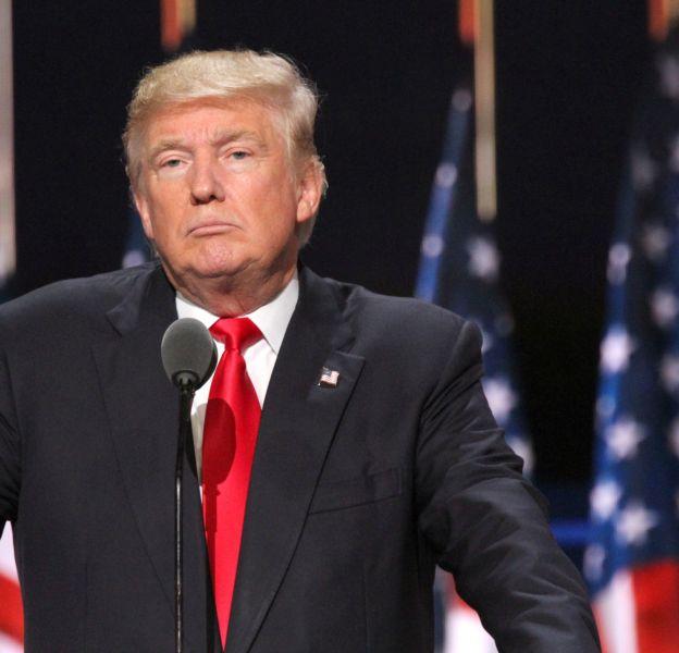 Cheveux couleur paille, teint orangé, l'apparence ridicule de Donald Trump fait parler.