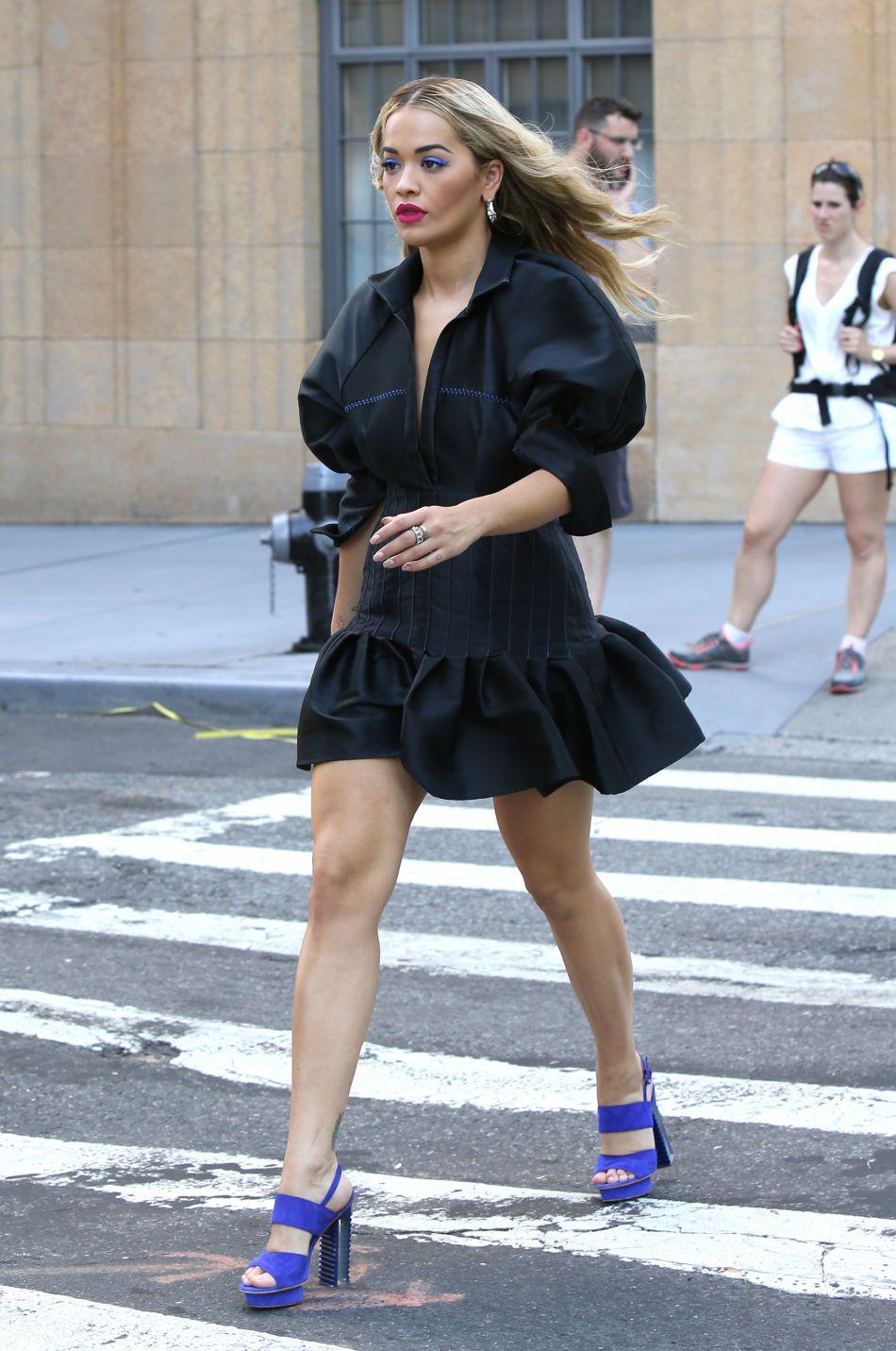 Fashionista, la jeune femme a tout donné côté style pour le premier jour de tournage.