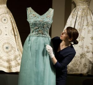 Elizabeth II, la rétrospective mode : les 5 tenues iconiques de son dressing
