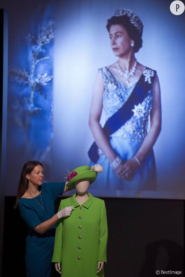 La robe de célébration des 90 ans de la reine portée en juin dernier.