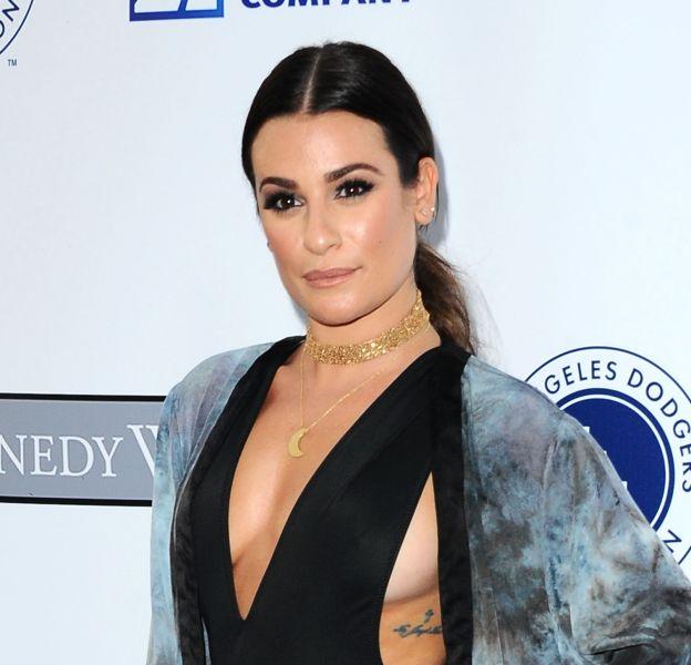 Lea Michele incendie le red carpet de la cérémonie du Blue Diamond Gala avec son body révélant lègerement ses seins.