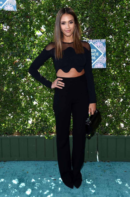 Jessica Alba a tenu un discours émouvant sur la scène des Teen Choice Awards, rappelant l'importance d'interdire le port d'armes aux Etats-Unis.