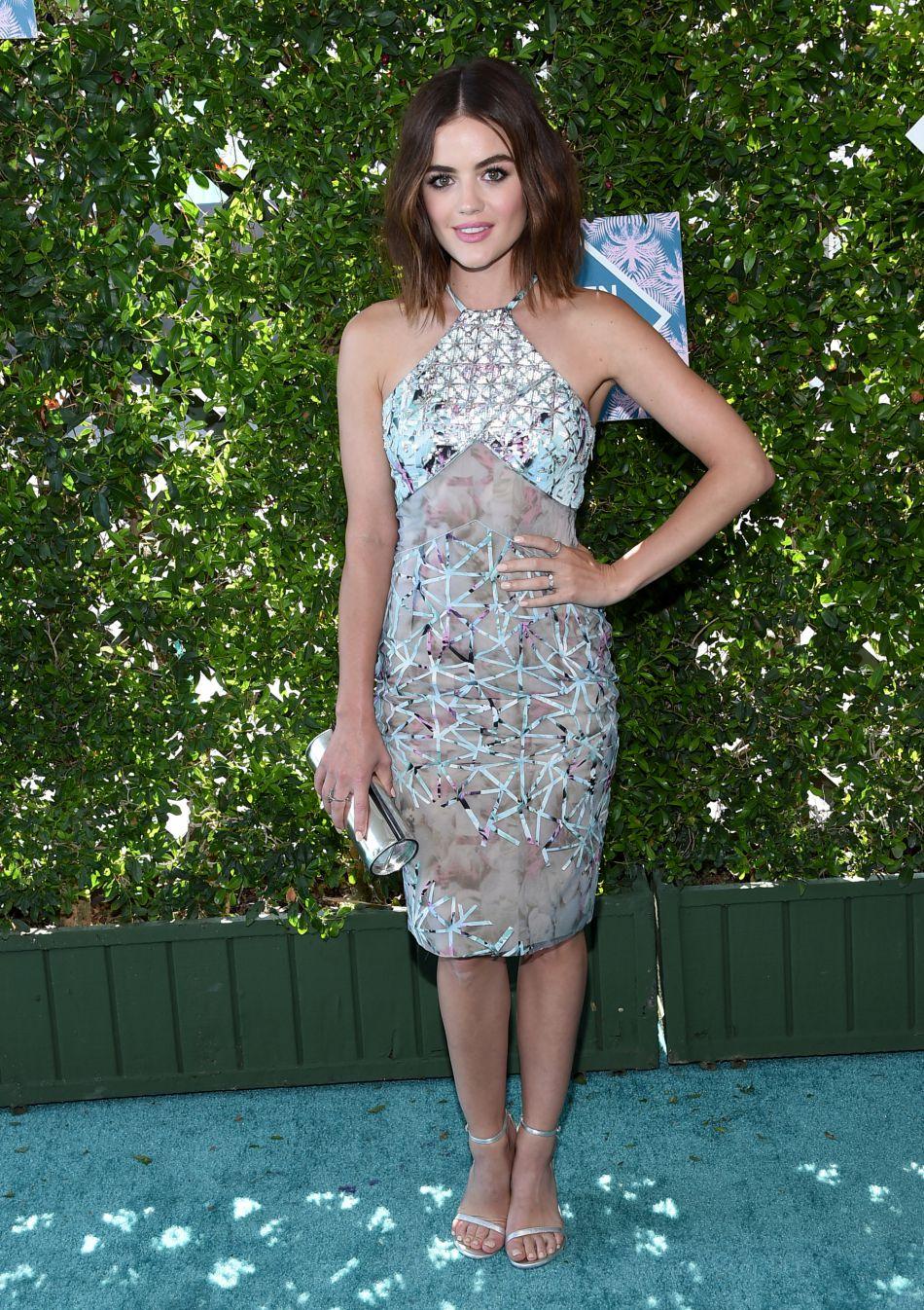 Lucy Hale, canon dans sa robe graphique aux Teen Choice Awards 2016.