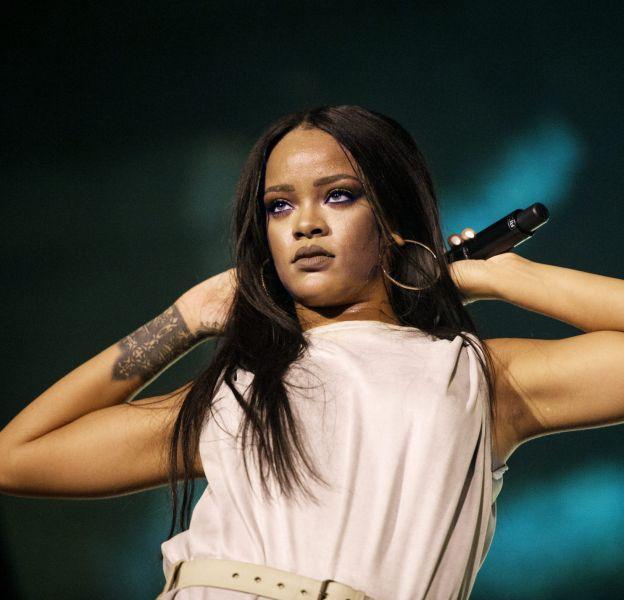 Rihanna a tenu à livrer un vibrant hommage aux victimes de Nice lors de son concert au Stade de France ce week-end.