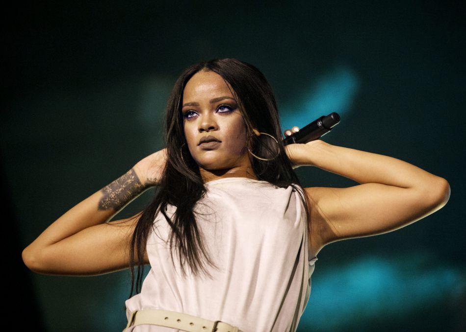 Rihanna Elle Livre Un Vibrant Hommage Aux Victimes De Nice