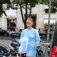Son arrivée y a affolé ses fans présents pour dépensé leur argent pour des produits astampillé Rihanna.