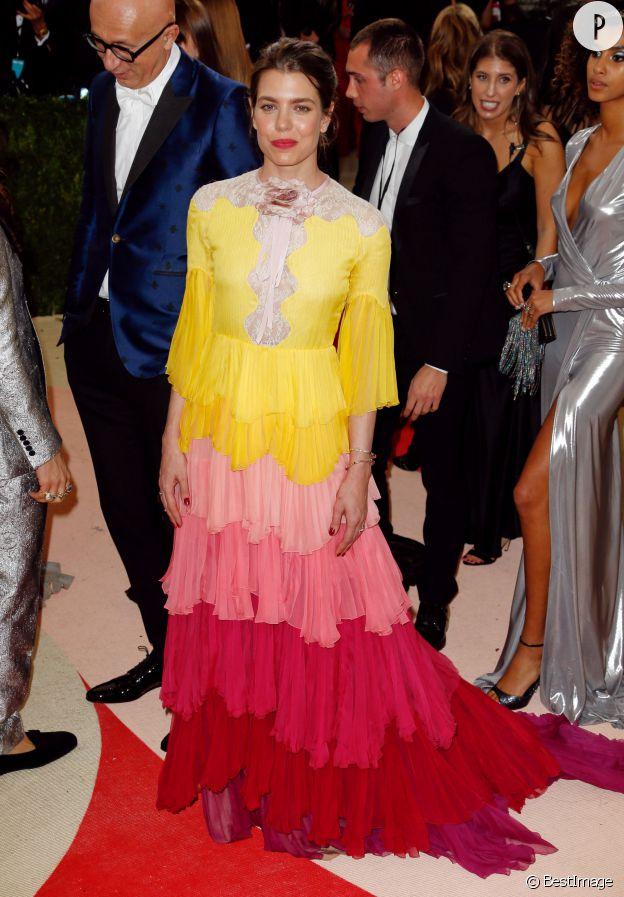 Pour le dernier gala du MET, Charlotte Casiraghi a fait une apparition très colorée en Gucci.