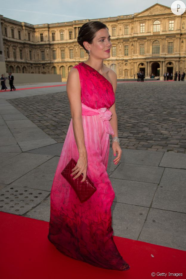 Charlotte Casiraghi est la féminité incarnée dans cette robe rose Gucci.