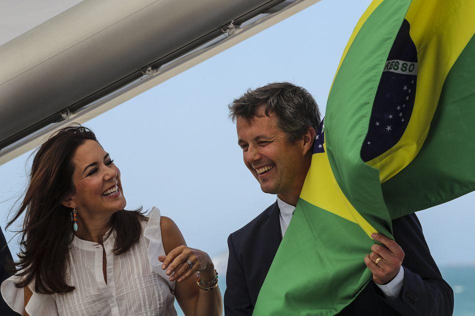 Mary de Danemark à Rio de Janeiro : elle donne une nouvelle leçon de mode à Kate Middleton !