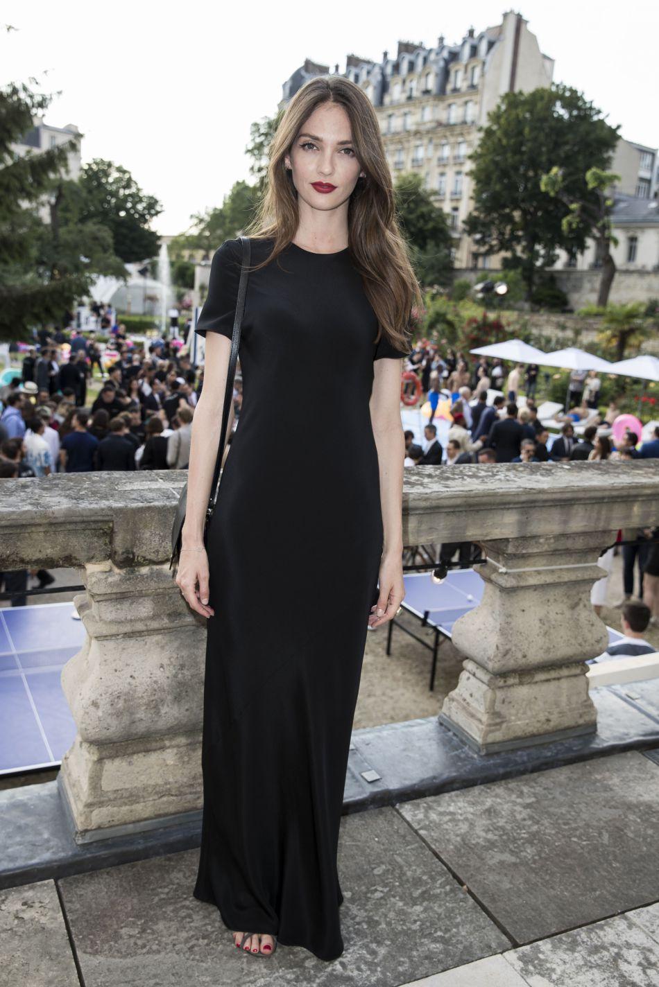Annabelle Waters Belmondo, look chic et décontracté lors de la soirée Berlutti : elle s'installe comme l'icône mode à suivre !