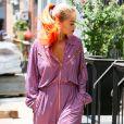 La chanteuse Rita Ora s'affiche dans un look haut en couleurs, à New York.