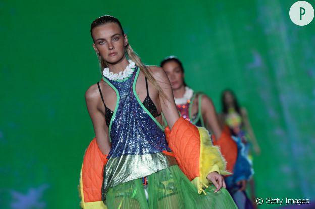 Caroline Trentini est la blonde qui affole le catwalk au Brésil.