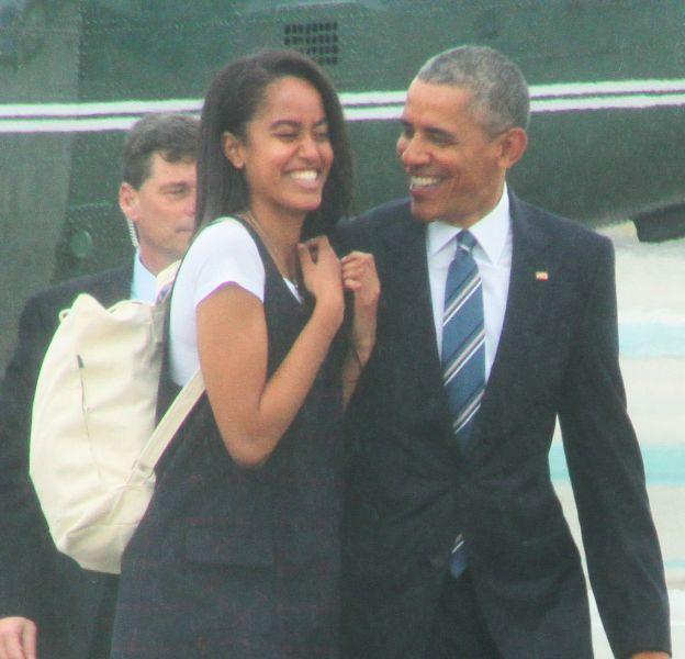 Malia Obama a été filmée en train de fumer de l'herbe. C'est son père qui va être content.