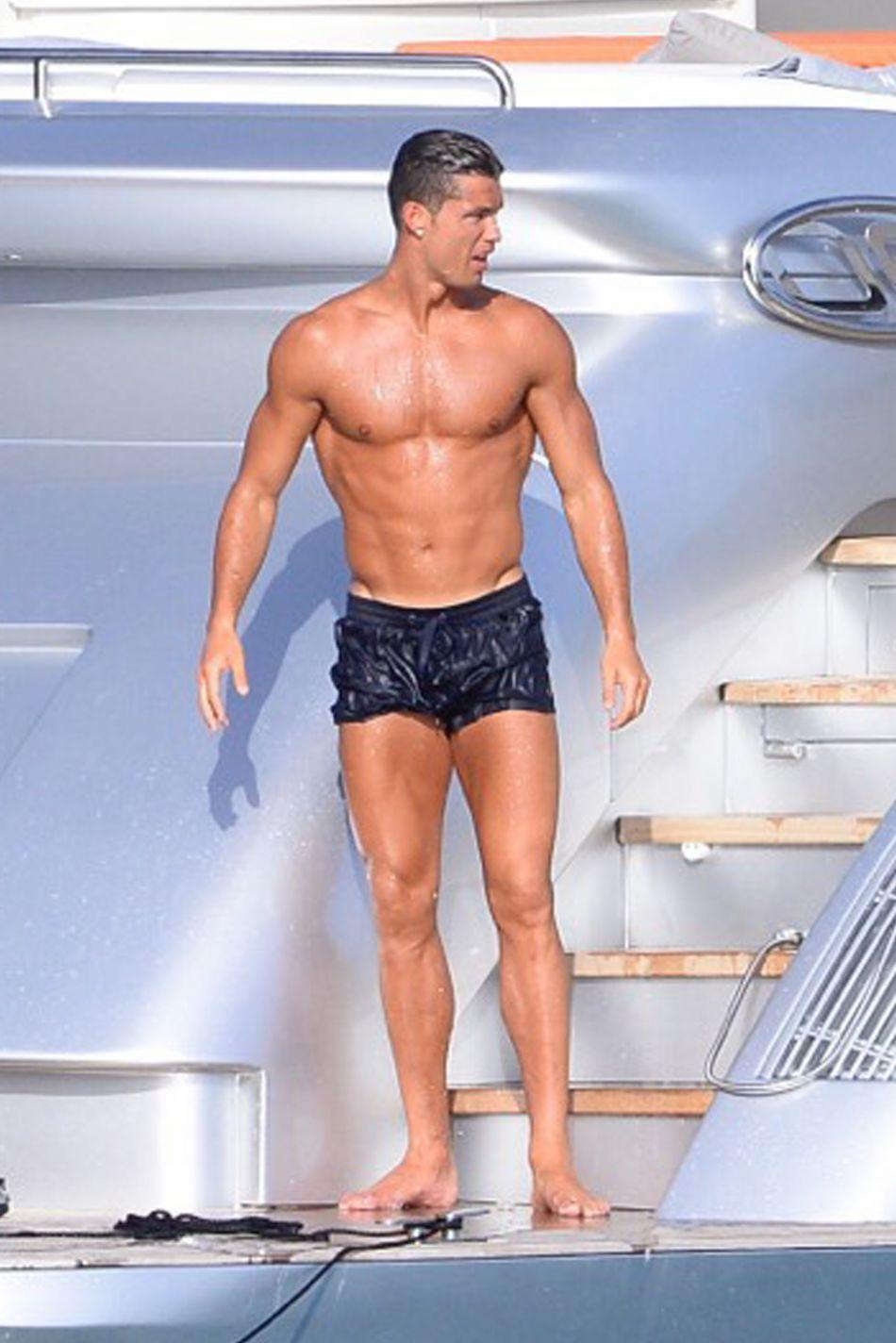 Après le football, exhiber ses abdos est la deuxième passion de Cristiano Ronaldo.