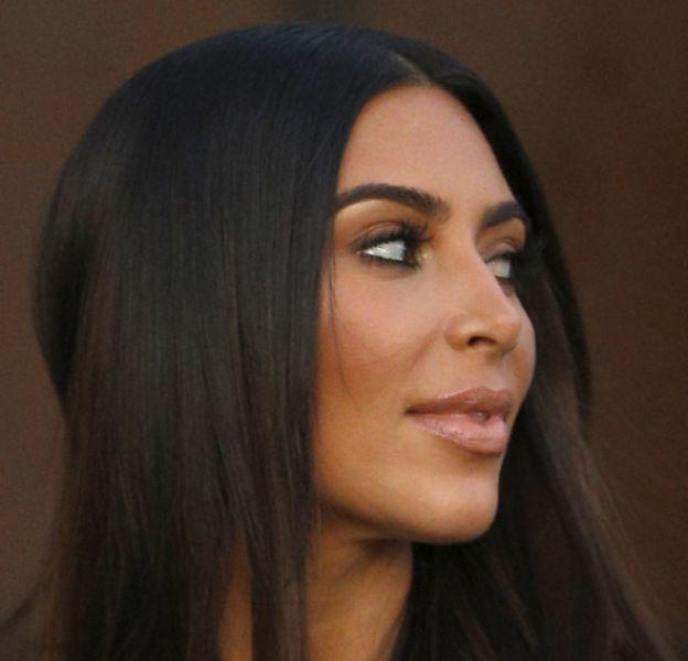 Kim Kardashian se promène dans les rues de LA ce samedi 13 août 2016.