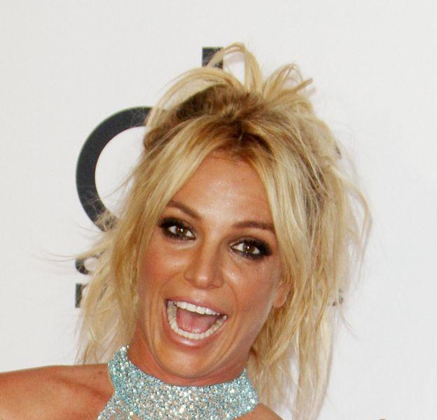 Britney Spears se promène dans les bois en petit short rose !