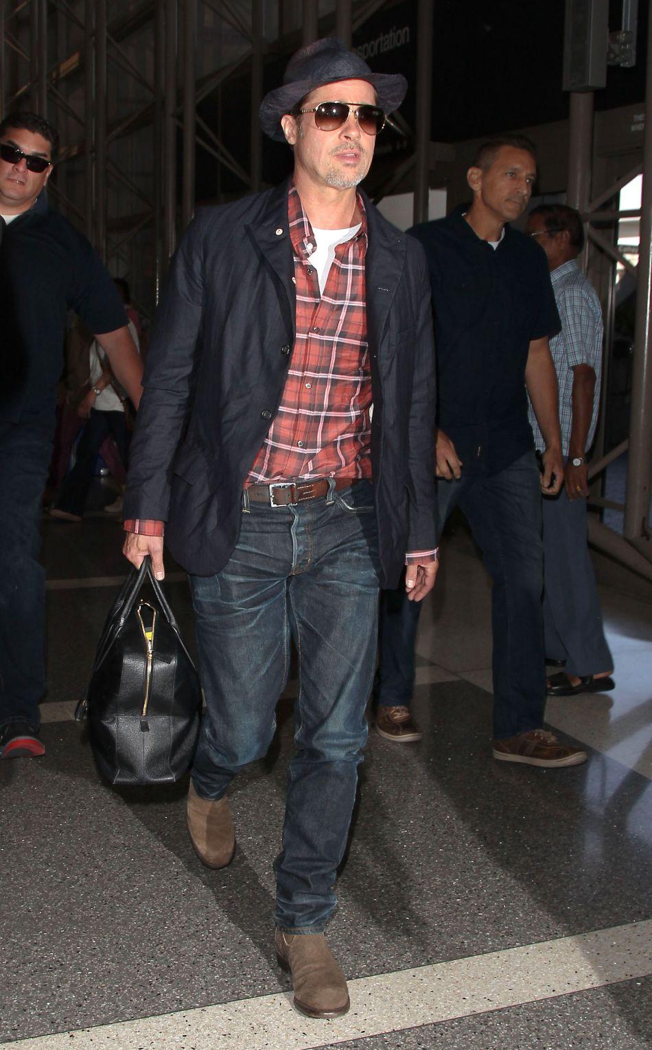Brad Pitt aurait demandé la garde partagée de leurs six enfants.