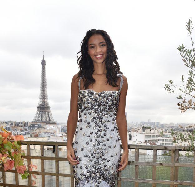 Flora Coquerel lors de l'essayage de sa robe pour le defilé du Salon du chocolat qui aura lieu le 27 octobre à Paris.