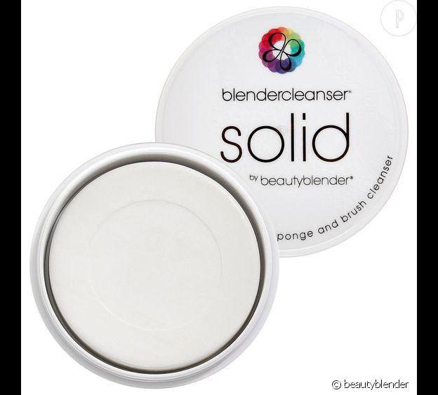 La marque beautyblender a crée un nettoyant solide spécial pour son produit phare.