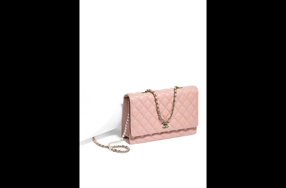 Le sac matelassé se porte aussi rose poudré Chanel, 2750