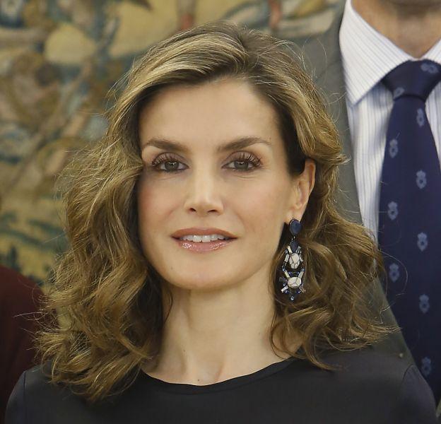 Letizia d'Espagne dévoile une silhouette plus moderne ce jeudi 27 octobre 2016 à Madrid.