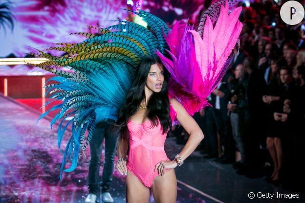 Adriana Lima fait le show sur le podium depuis plusieurs années.