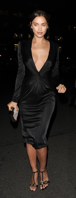Irina Shayk, sublime dans une robe noire en soie.