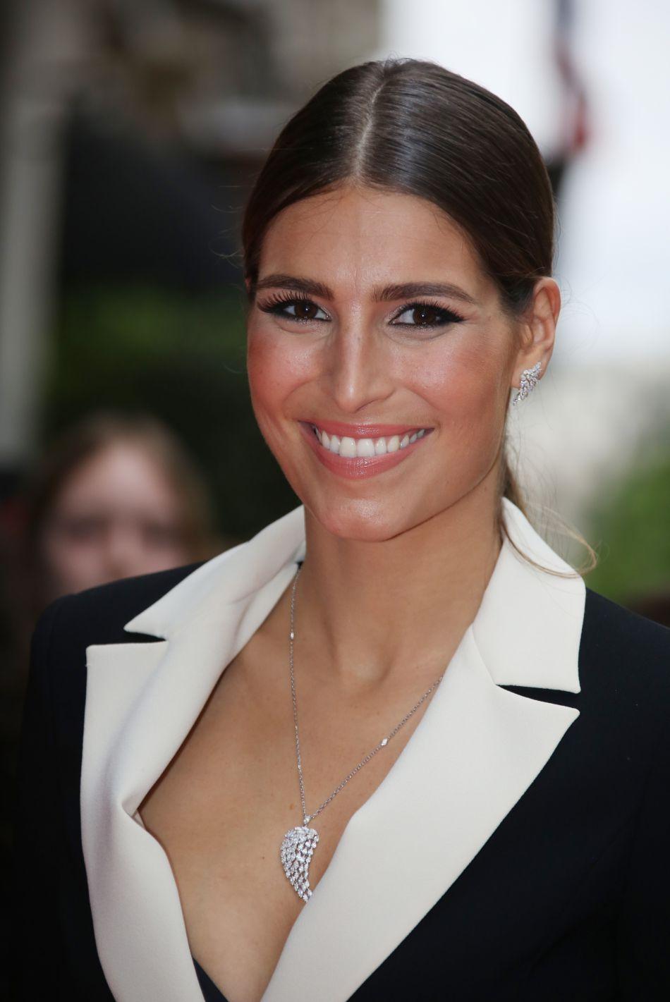 Miss France 2011 n'a pas peur de déclarer sa flamme publiquement.
