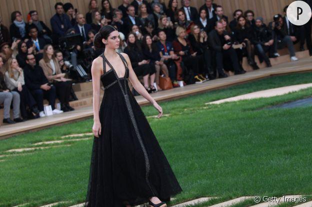 Toutes les fois où elle a défilé chez Chanel, Kendall s'est faite remarquer.