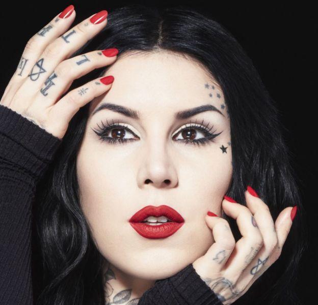 Amoureuse du maquillage, Kat Von D a su faire de sa passion un succès.