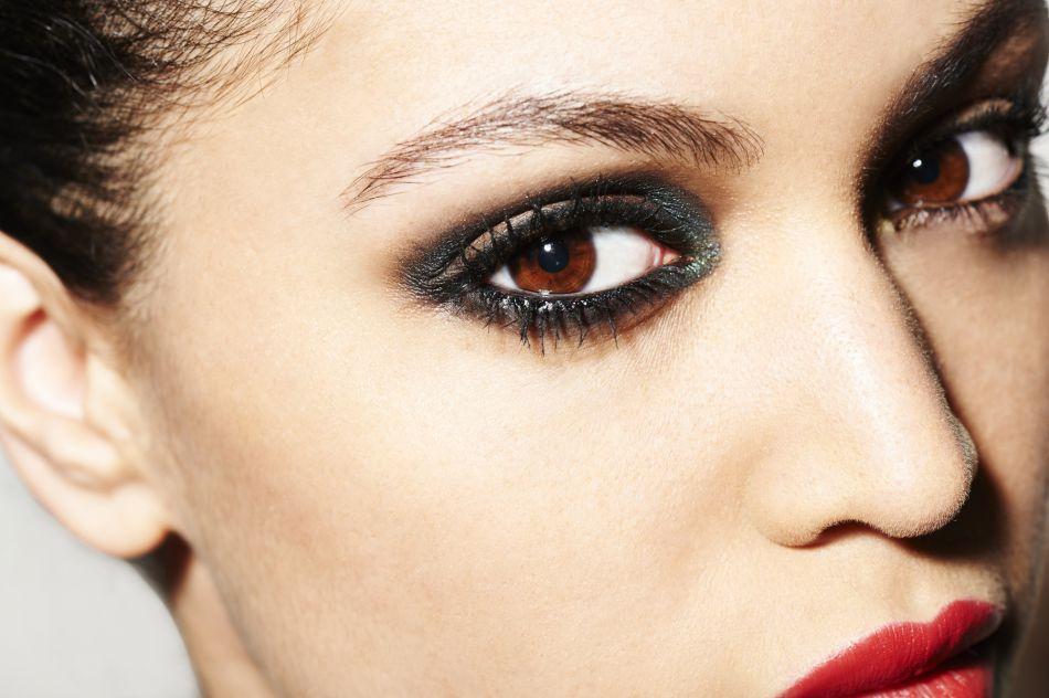 Comment se maquiller pour faire ressortir la couleur de ses yeux ?